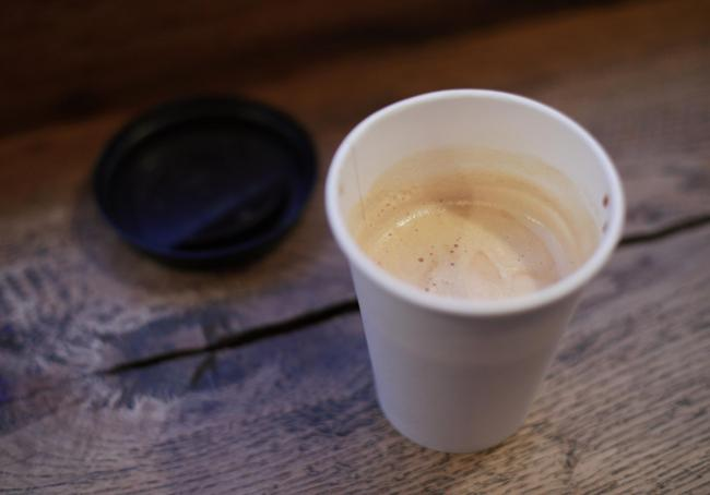 It has been recommended that an extra 20-25p be charged for single-use cups