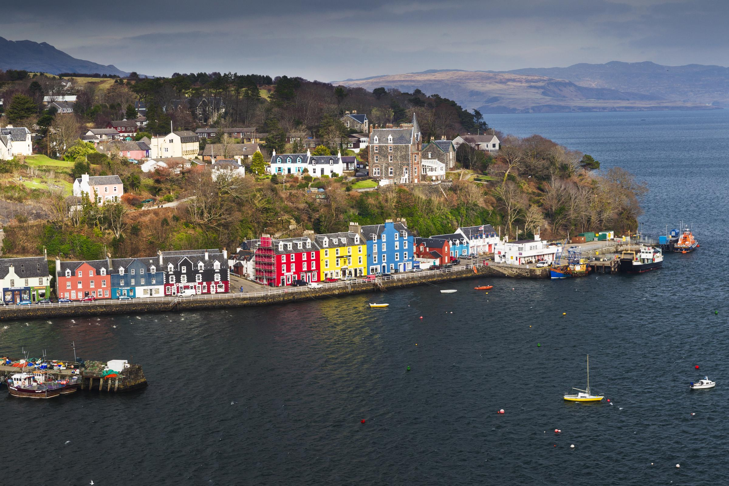 SNP's Angus MacNeil in talks over tunnels to replace ferries
