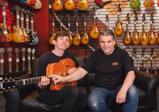 guitarguitar's Robert Wilson gives a lesson to left-hander Andy Macdonald