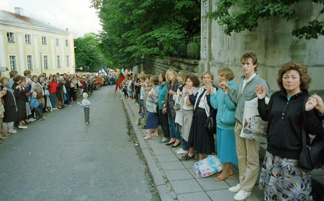 Citizens of Estonia, Latvia and Lithuania formed a human chain of 600km