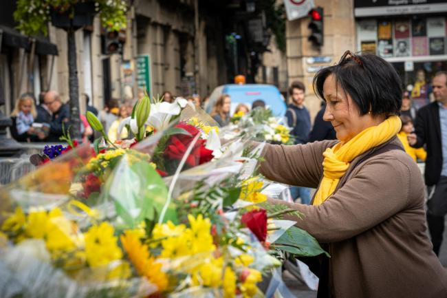 Citizens pay their condolences to ex-president of Catalunya Carles Puigdemont and his family with flowers at the Palau de la Generalitat de Catalunya