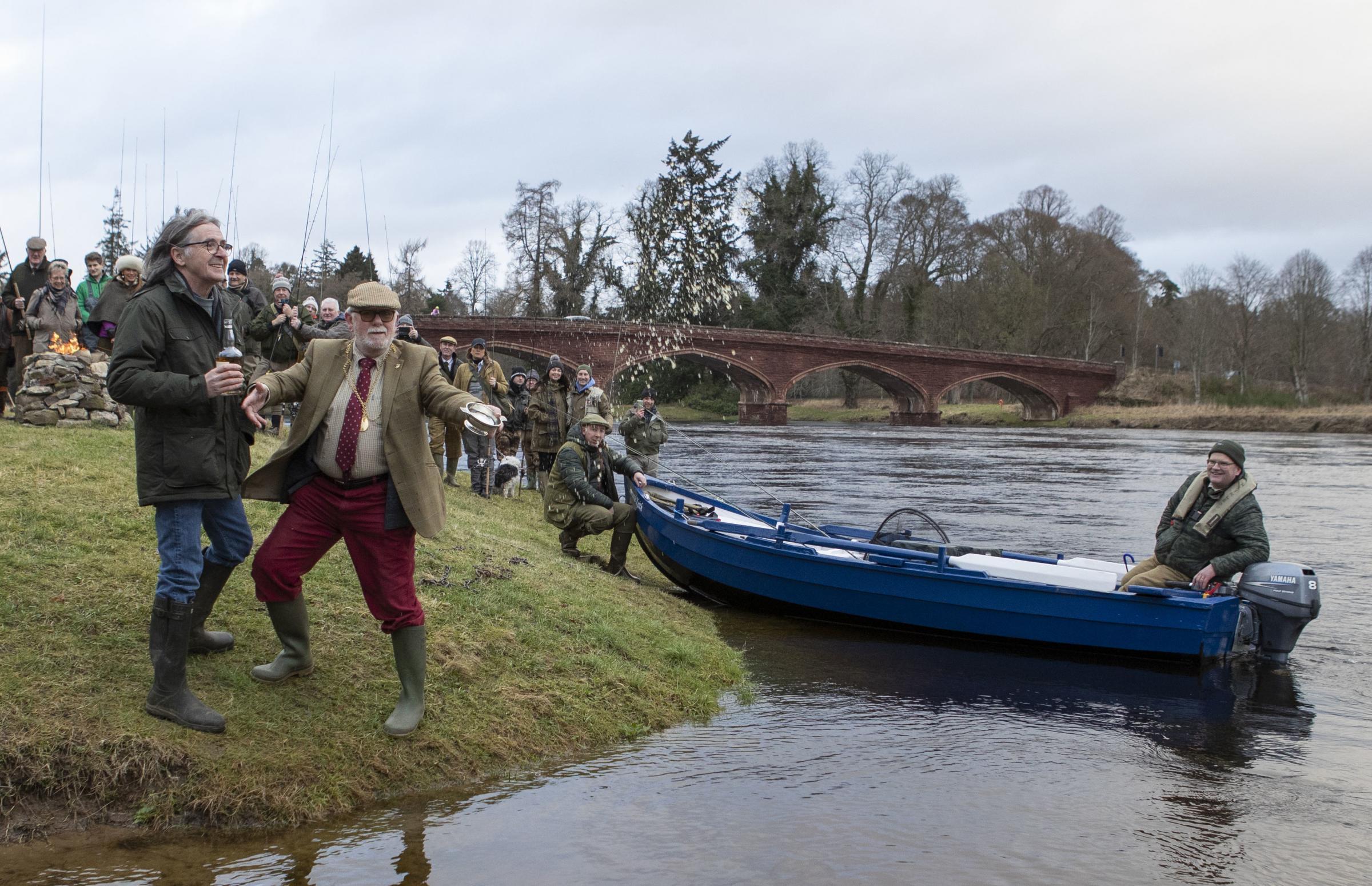 Dougie MacLean blesses River Tay for salmon fishing season