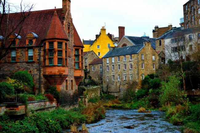 The path running along Water of Leith  takes you through countless picturesque parts of Edinburgh