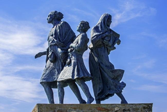 The Emigrants: a memorial statue showing an evicted Highlander family during the clearances at Helmsdale, Sutherland
