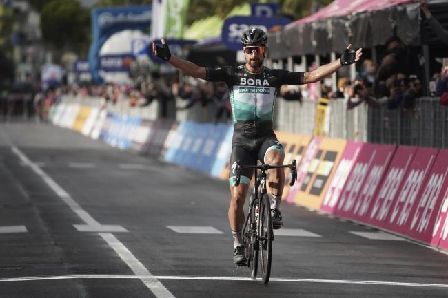 Slovakia's Peter Sagan won the tenth stage of the Giro d'Italia on Tuesday despite being considered yesterday's man