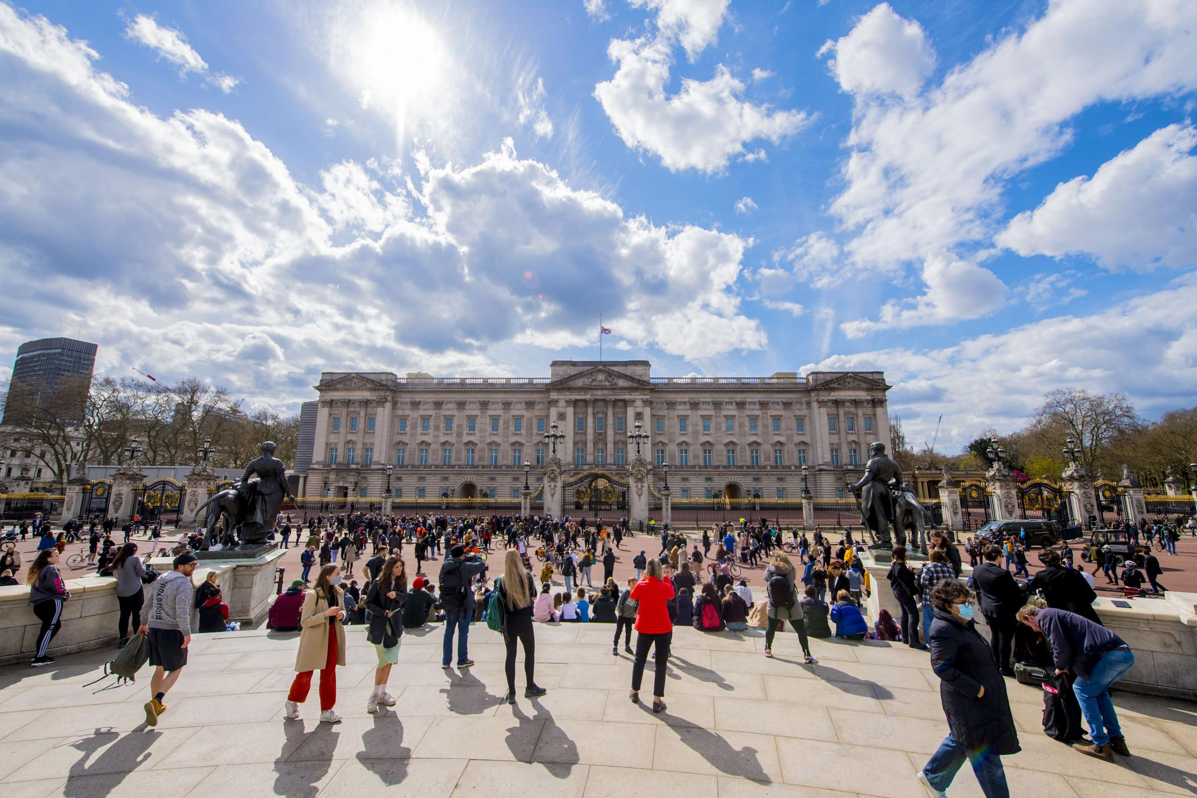 Hundreds flock to Buckingham Palace to pay respects to Philip | The National
