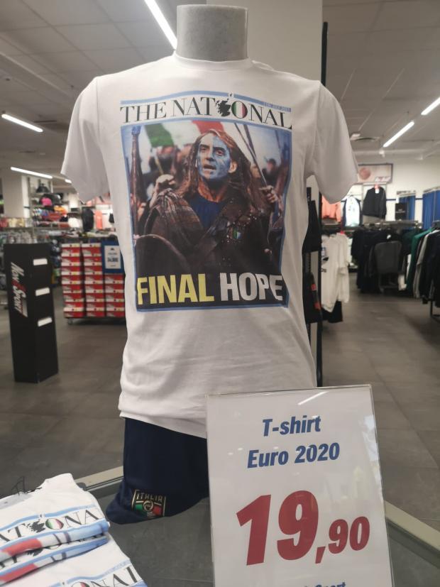 The National: Braveheart La copertina della National è stata trovata su una maglietta in un negozio in Italia