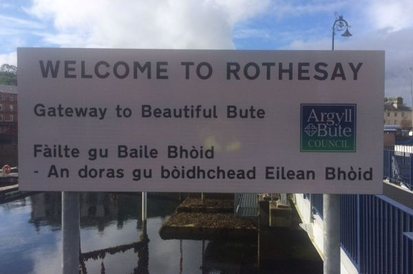 Gaelic blunder causes blushes as visitors to Rothesay are welcomed to 'Penis Island'