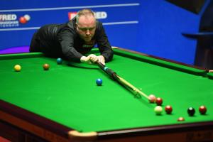 Scotland's John Higgins takes a 10-6 lead over Barry Hawkins into this morning's session at the Crucible