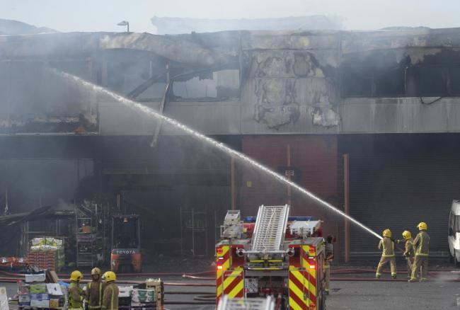 Traders warn that Blochairn Fruit Market fire in Glasgow will have