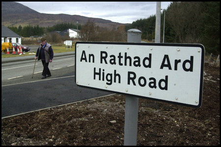 A road sign in Gaelic and English in Broadford, Skye