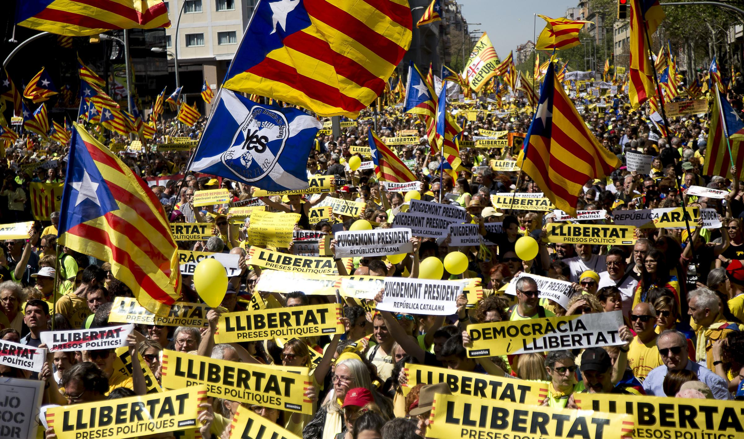 An estimated 750,000 demonstrators showed their support for imprisoned or exiled politicians