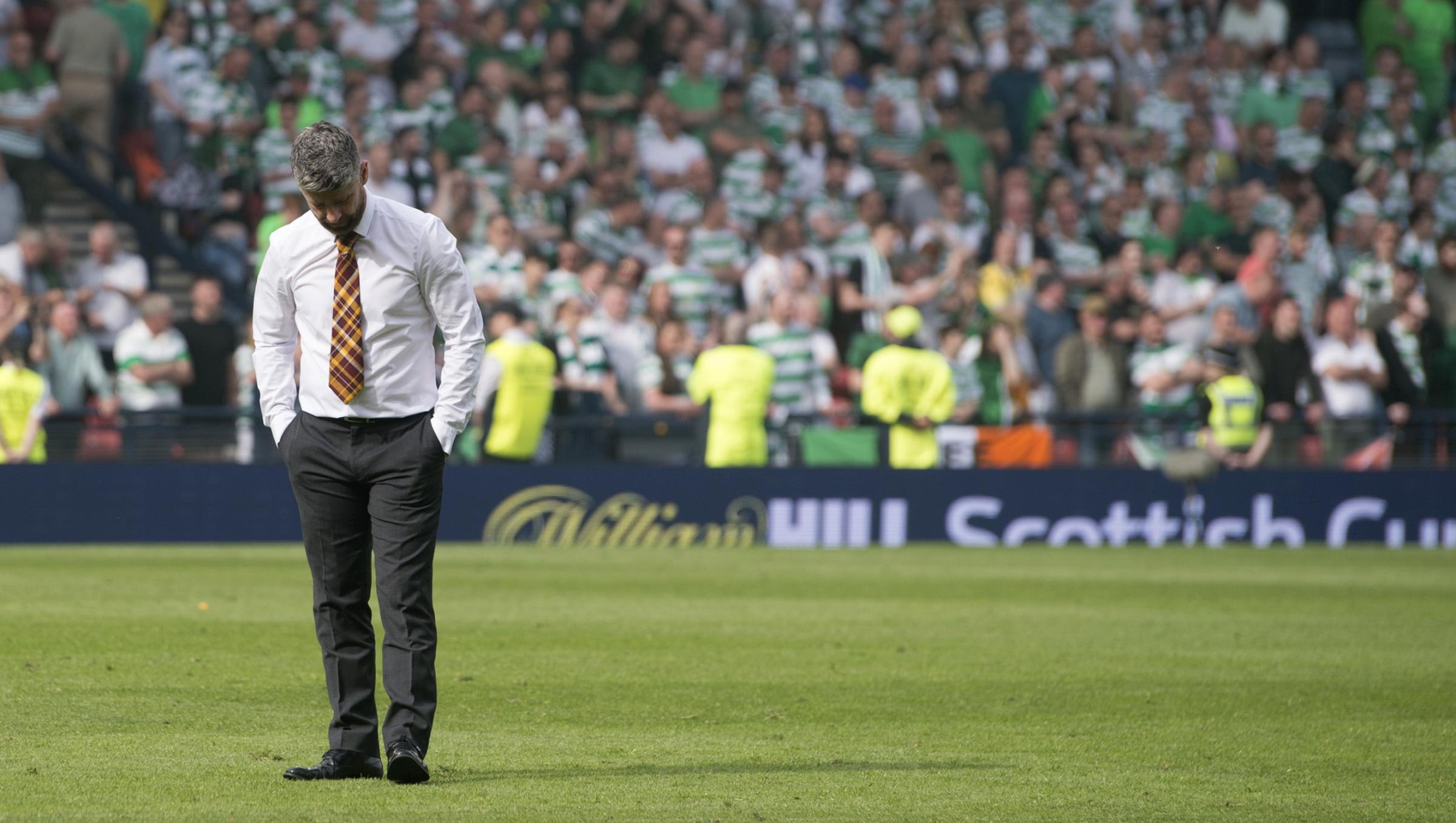 19/05/18 WILLIAM HILL SCOTTISH CUP FINAL. MOTHERWELL v CELTIC. HAMPDEN PARK - GLASGOW . Dejection for Motherwell manager Stephen Robinson at full time.