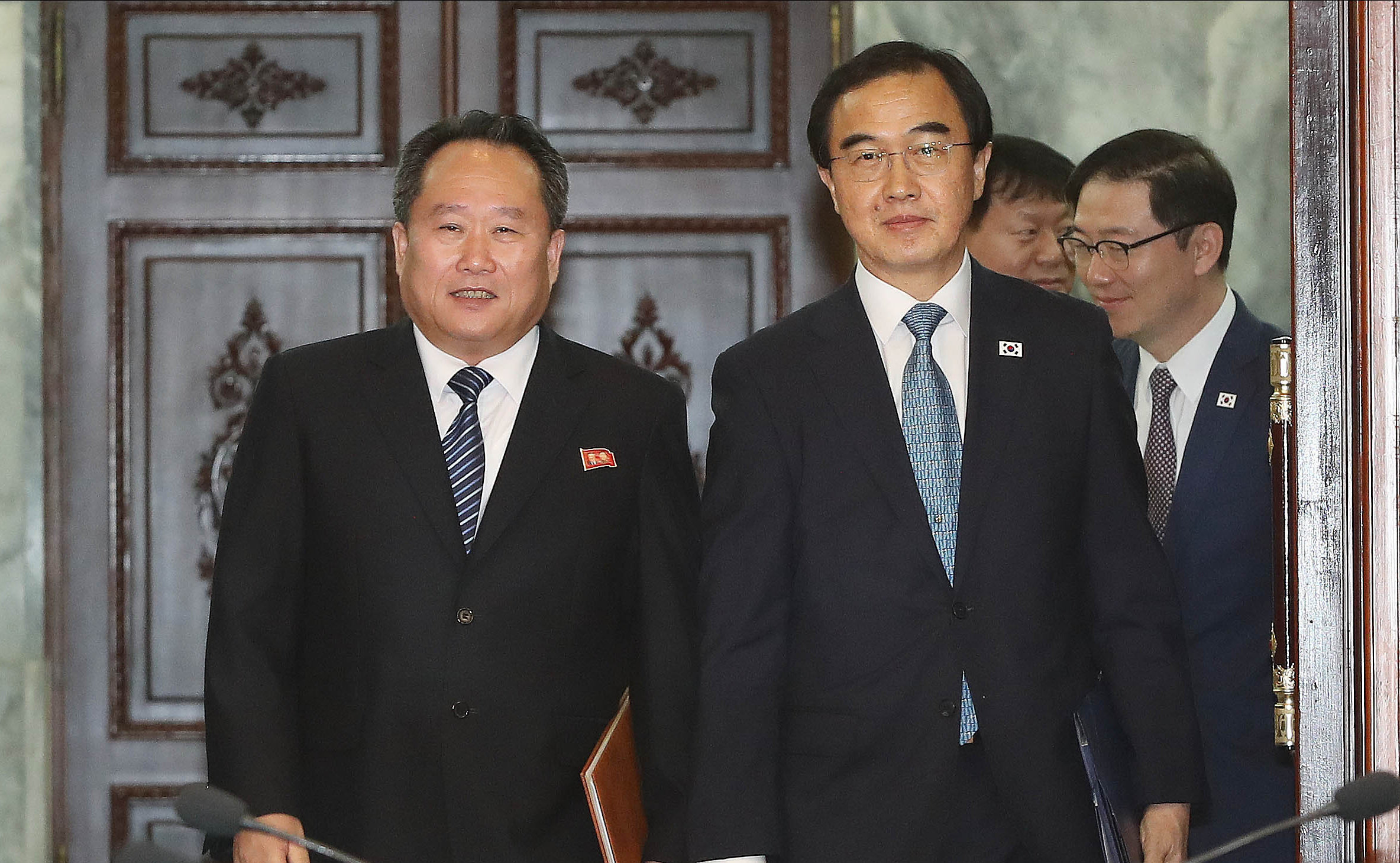 South Korean unification minister Cho Myoung-Gyon, right, and North Korean delegation head Ri Son-Gwon. Photograph: Getty