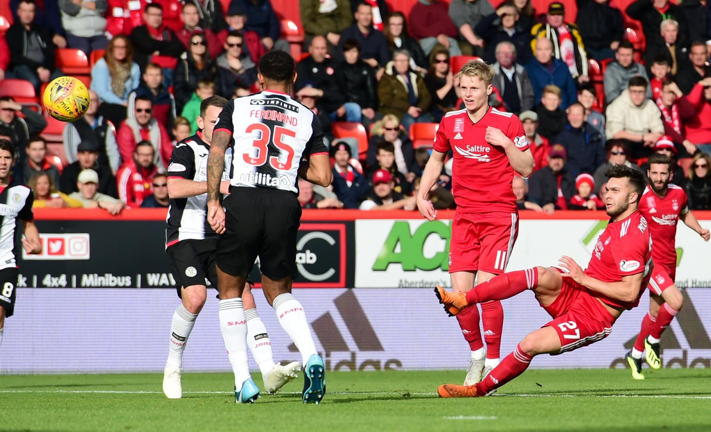 06/10/18 LADBROKES PREMIERSHIP ABERDEEN v ST MIRREN (4-1) PITTODRIE STADIUM - ABERDEEN Aberdeen's Connor McLennan scores to make it 2-0