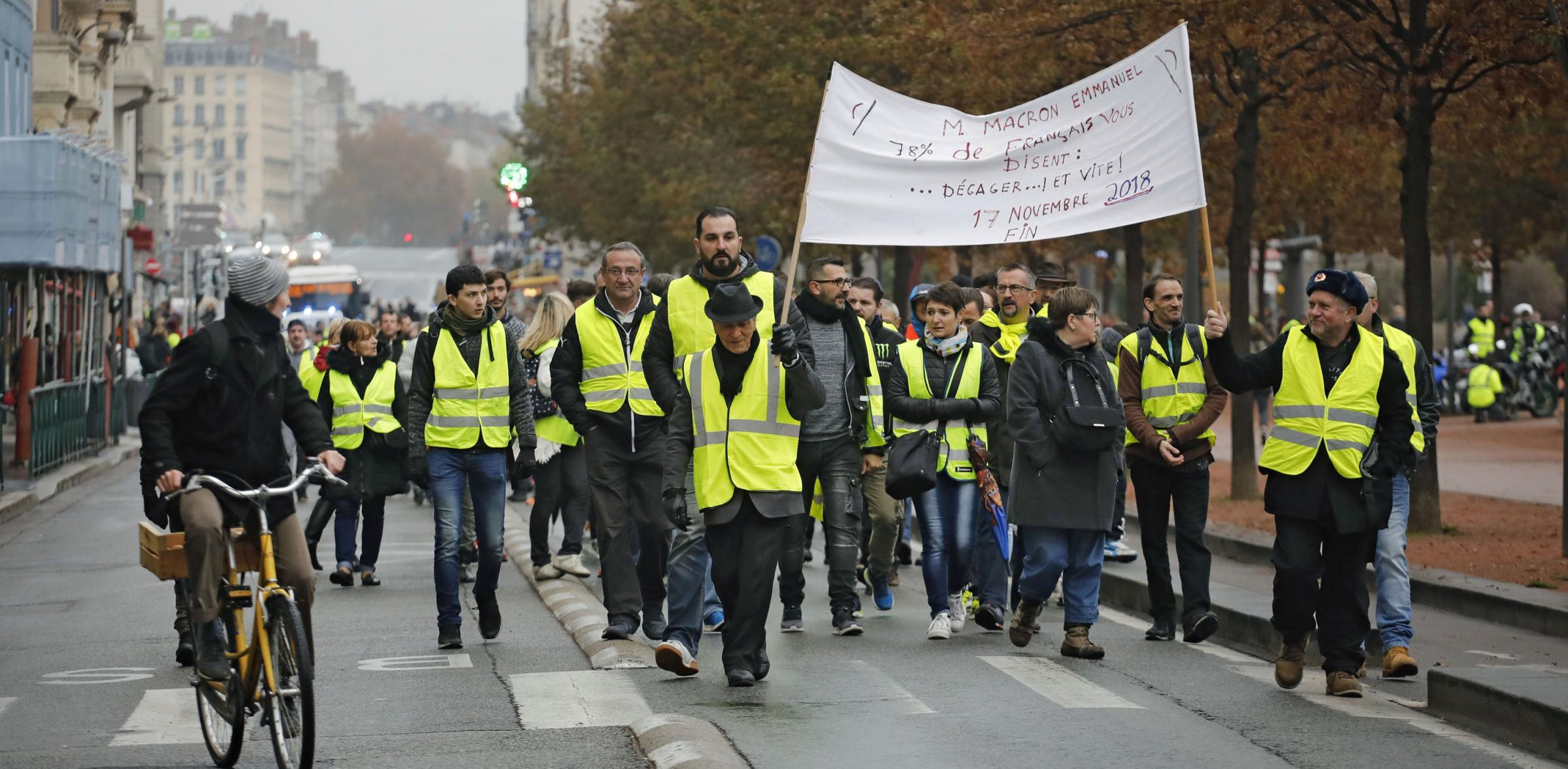 There were around 2000 demonstrations around France