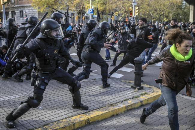 Catalan riot police charge against demonstrators
