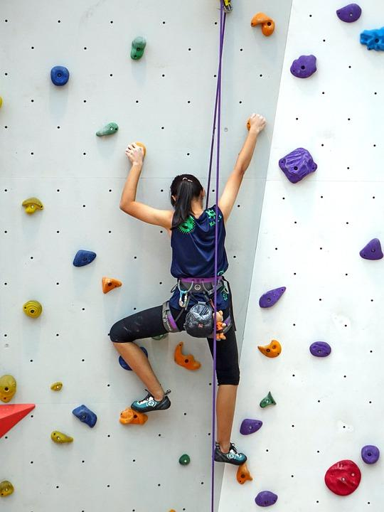 The National: Tackle a climbing wall Credit :Cegoh, Pixabay