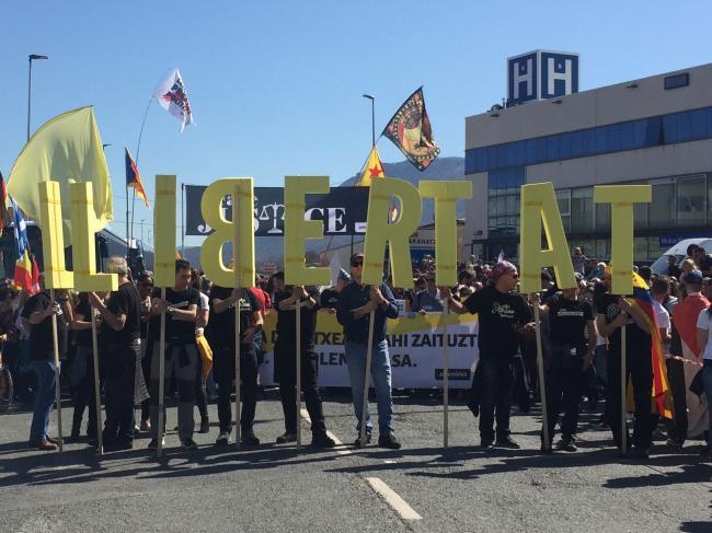 Catalan trial: Spanish civil guard admits he broke police