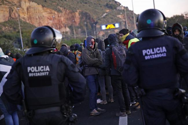 Police oversee a pro-independence demonstration in Catalonia
