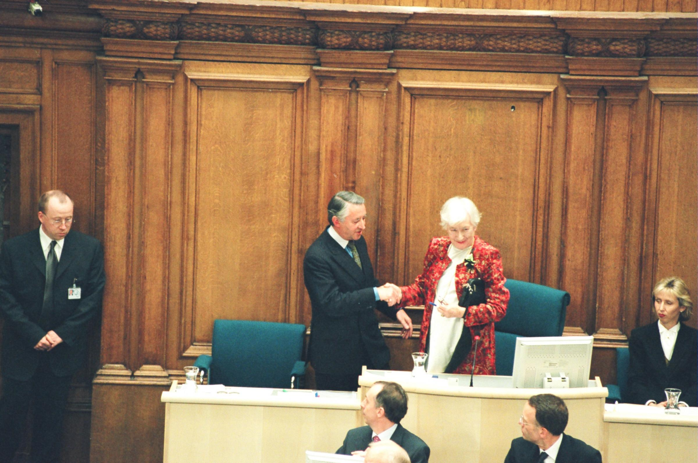 Winnie Ewing reconvenes the Scottish Parliament in 1999