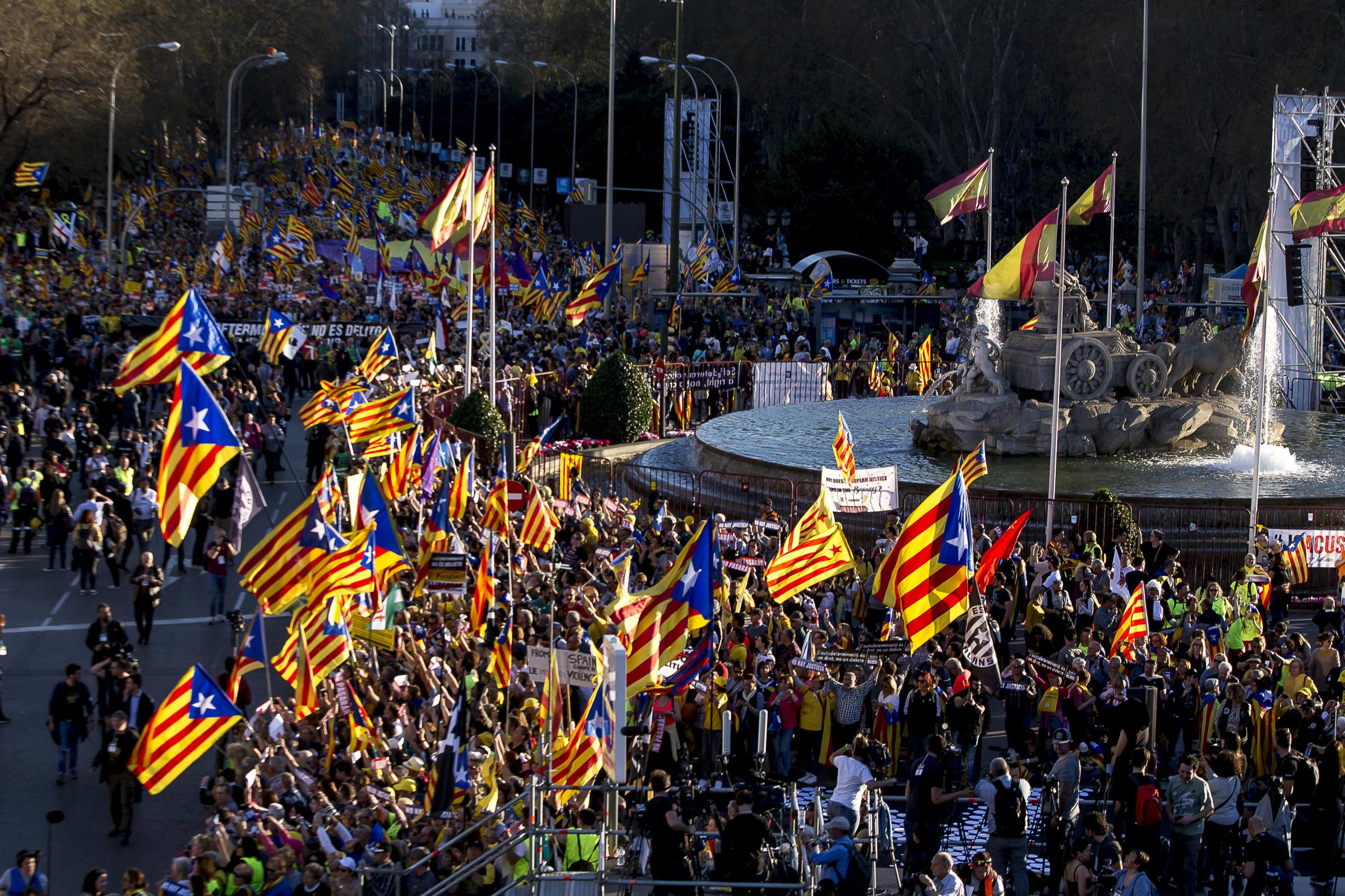 Independence marches in Catalonia attract enormous turnouts