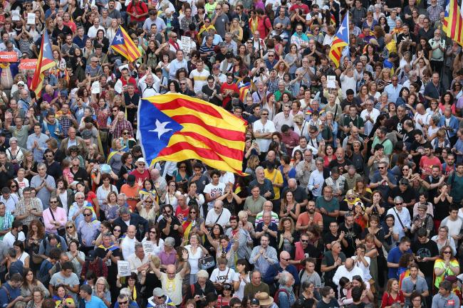 Catalans have turned out in huge numbers at protests in support of the pro-independence political leaders held as prisoners by Spain